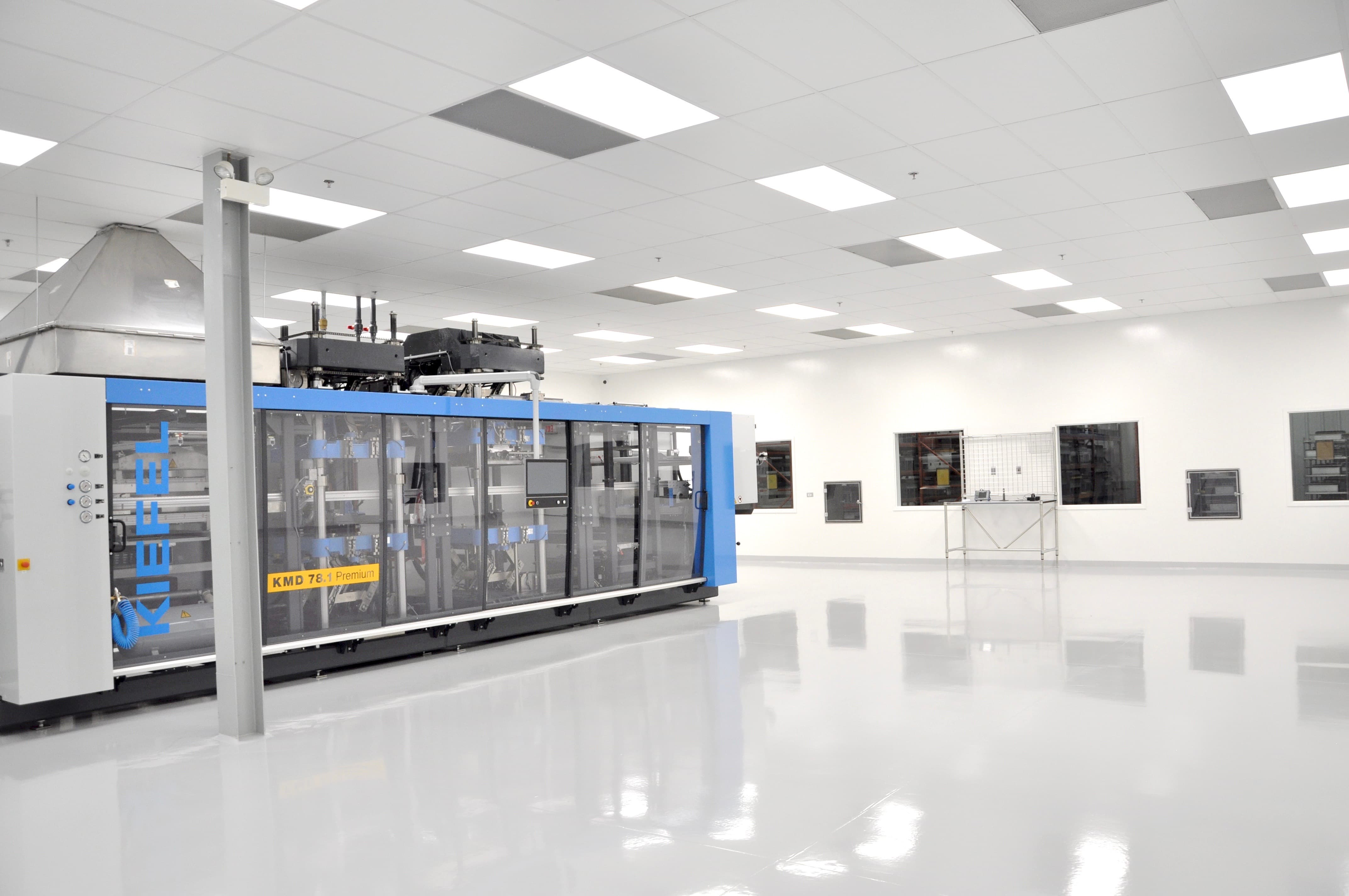 Cleanroom for manufacturing medical plastic packaging
